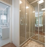 closet planejado com espelho Poá