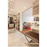 closet planejado com sapateira Riviera de São Lourenço