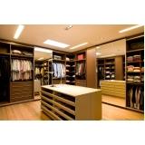 closets planejados em madeira Poá