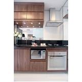 cozinha planejada de madeira