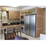 cozinha planejada de madeira Poá