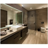 onde encontro banheiro planejado com espelho Riviera de São Lourenço